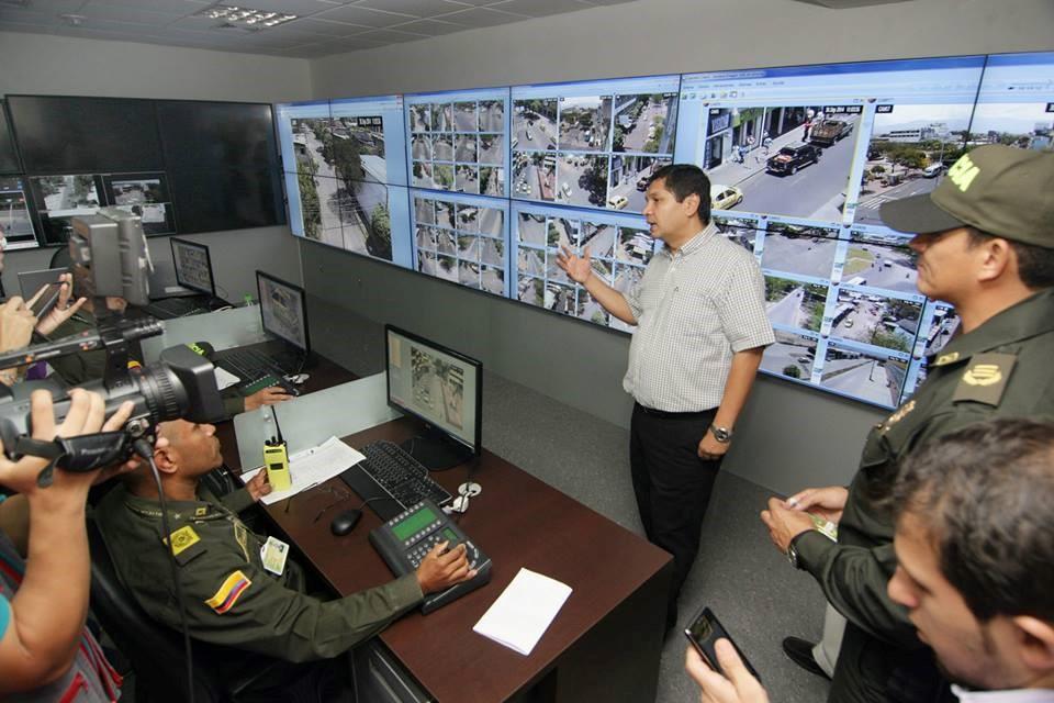 Pedro Hernán Suárez durante la entrega del Sistema de Seguridad Inteligente, que cuenta con cámaras, patrullas inteligentes, centro de control de cámaras y sistema electrónico para la Línea 123.